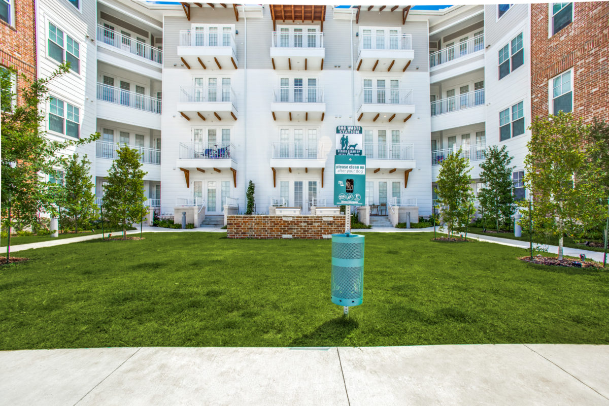 entertaining courtyard in luxury houston tx apartment